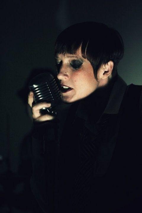 Isabelle Waarnar : Chanteuse , Art-thérapeute
